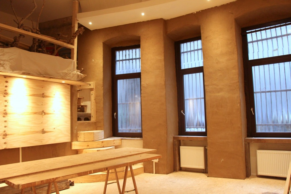 Backroom - Windows